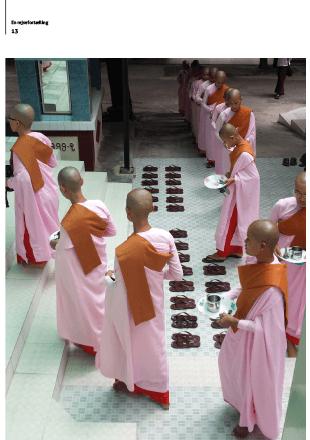 Myanmar munke - layout af magasin