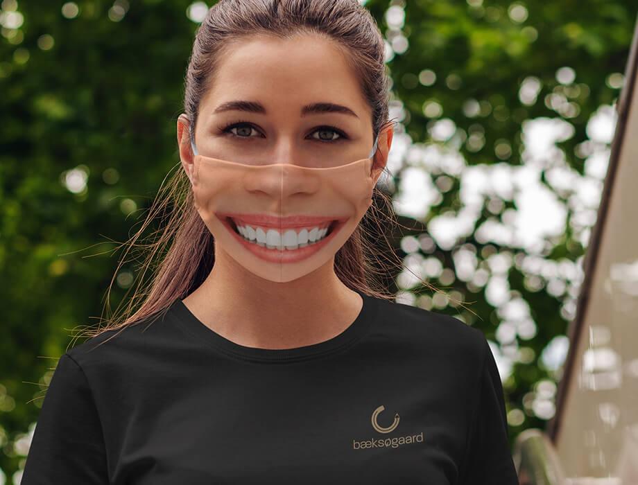 Mundbind med smilende ansigt